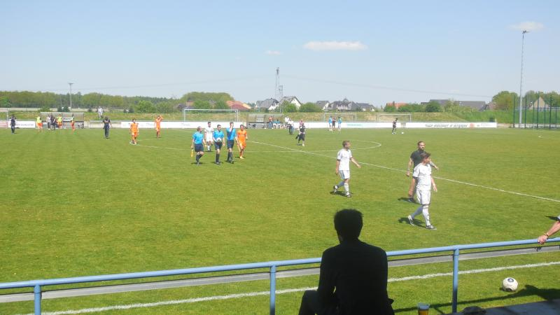 FC International Leipzig - SG Union Sandersdorf, 07.05.2016 - 25. Spieltag - Oberliga Nordost Süd - FC International Leipzig - SG Union Sandersdorf 1:0 vor 75 zahlenden Zuschauern im Sportpark Tresenwald., Vereine: SG Union Sandersdorf, FC International Leipzig